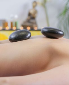 massage-2hot stones 12